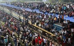 Video: Choáng với chuyến tàu chất đầy người trên nóc