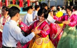 Người dân Triều Tiên nhảy múa, hát ca cùng du khách