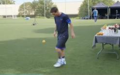 Messi phô diễn kỹ thuật tâng trái cam điệu nghệ