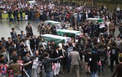 Mang nạn nhân bị IS chặt đầu biểu tình trước dinh Tổng thống