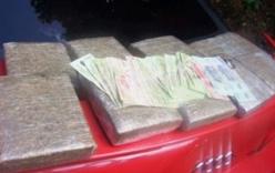 Thưởng nóng tổ CSGT bắt 11 bánh cần sa, 50 viên ma túy