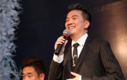 Đàm Vĩnh Hưng hạnh phúc nhận giải thưởng Ngôi sao châu Á