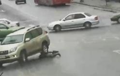 Thoát chết thần kì sau khi bị ô tô chèn lên người hai lần