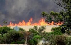 Video: Lao xe qua đám cháy, tài xế thoát trong gang tấc
