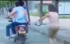 Đi xe máy cướp giật con ngay trên tay người mẹ giữa ban ngày