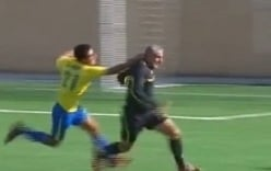 Video: Những màn rượt đuổi trọng tài kinh hoàng trên sân cỏ