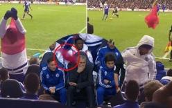 Không được vào sân, Costa