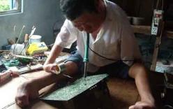 Người đàn ông 30 năm dùng miệng sửa vi mạch điện tử