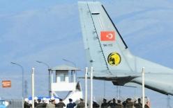 Video: Máy bay Thổ Nhĩ Kỳ đưa thi thể phi công Su-24 của Nga trở về
