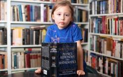 Bé gái 5 tuổi có khả năng ngoại cảm và nói 7 ngôn ngữ