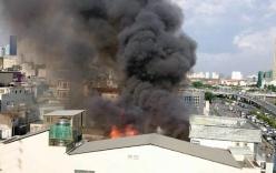 Cháy lớn ở TP HCM: Người dân xóm nghèo thẫn thờ nhìn tiền bạc chìm trong biển lửa