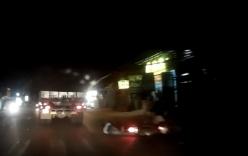 Chạy ẩu, thanh niên thoát chết hi hữu khi kẹp giữa xe tải và mô tô