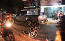 Hàng chục người nâng ô tô, giải cứu 2 thanh niên bị mắc kẹt dưới gầm xe