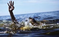 Phát hiện thi thể 2 bé trai nổi trên sông
