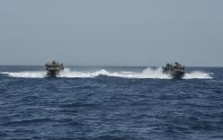 Iran giữ hai tàu hải quân và 10 thủy thủ Mỹ