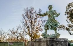 Cận cảnh tượng Đức Thánh Trần Hưng Đạo tại công viên ở Mỹ