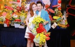 Hương Tràm và Quang Hà như đôi tình nhân trong tiệc sinh nhật