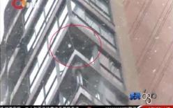 Người phụ nữ rơi từ tầng 24 xuống tử vong vì ngắm tuyết