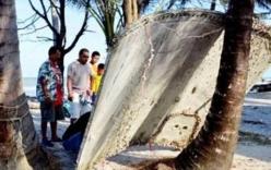 Video: Cận cảnh mảnh vỡ nghi của MH370 ở Thái Lan