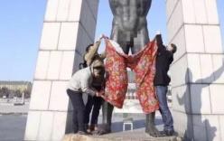 Kỳ lạ chuyện mặc quần cho tượng khỏa thân