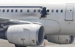 Đánh bom tự sát làm thủng máy bay, một người rơi xuống đất thiệt mạng