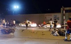 """2 xe máy đối đầu """"nảy lửa"""", 4 thanh niên nguy kịch"""