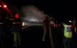 Video: Xe Lexus bốc cháy như đuốc trên cao tốc Hà Nội - Hải Phòng