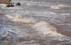 Quảng Ngãi: Hai bé trai 11 tuổi bị sóng cuốn trôi khi tắm biển