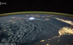 Video: Diện mạo thật của những cơn sấm sét nhìn từ vũ trụ