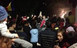 Dòng người chen chúc trẩy hội đầu năm tại lễ hội chùa Bạch Hào