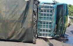 Tai nạn giao thông, xe chở quan tài lật ngang đường