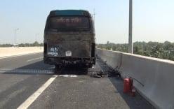 Xe khách 45 chỗ bốc cháy trên cao tốc Trung Lương
