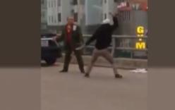 Video: Thanh niên cầm hung khí chém người tới tấp ở Thanh Oai