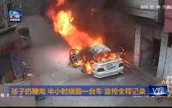 Trẻ em ném pháo thiêu rụi xe ô tô