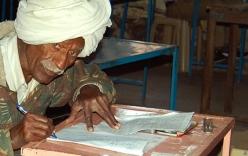 Cụ ông 77 tuổi thử sức thi lớp 10 lần thứ 47 để lấy vợ