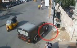 Xe Jeep cán chết người ăn mày tại Ấn Độ