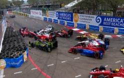 Hàng loạt xe công thức đâm nhau trên đường đua