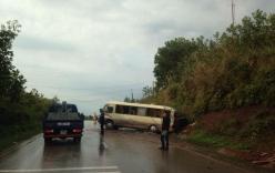 Xe khách lao vào vách núi, nhiều người bị thương