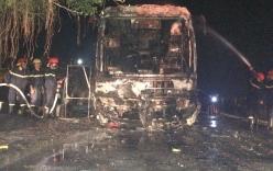 Xe khách bốc cháy dữ dội tại Hà Tĩnh