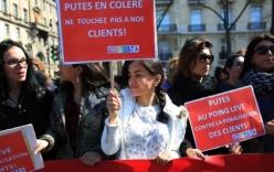 Pháp phạt mạnh tay khách mua dâm