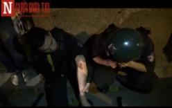 """Video: Cảnh sát cơ động bị """"quái xế"""" tạt đầu xe, ngã lộn trên đường"""