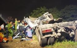 Video: Xe đầu kéo lao xuống sông Hương, tài xế tử vong trong cabin