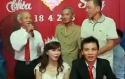 Video: Cụ ông 70 tuổi ở Nghệ An hát nhạc trẻ trong đám cưới