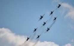 Video: Máy bay Nga rầm rộ diễn tập mừng Ngày Chiến thắng