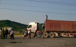 Dùng tay không gỡ dây điện, tài xế xe container bị điện giật tử vong