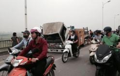 Xe công trình gây tai nạn, đâm hỏng gần 5m thành cầu Vĩnh Tuy