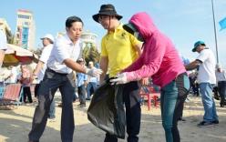 Bí thư Vũng Tàu ra biển gom rác, vận động du khách không ăn nhậu