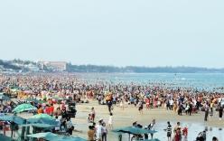 Bãi biển Vũng Tàu không rác, chật kín khách du lịch