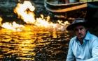 Dòng sông bốc cháy khi châm lửa đốt