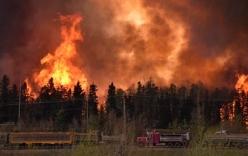 Cháy rừng vây trọn một thành phố Canada, 80.000 dân di dời